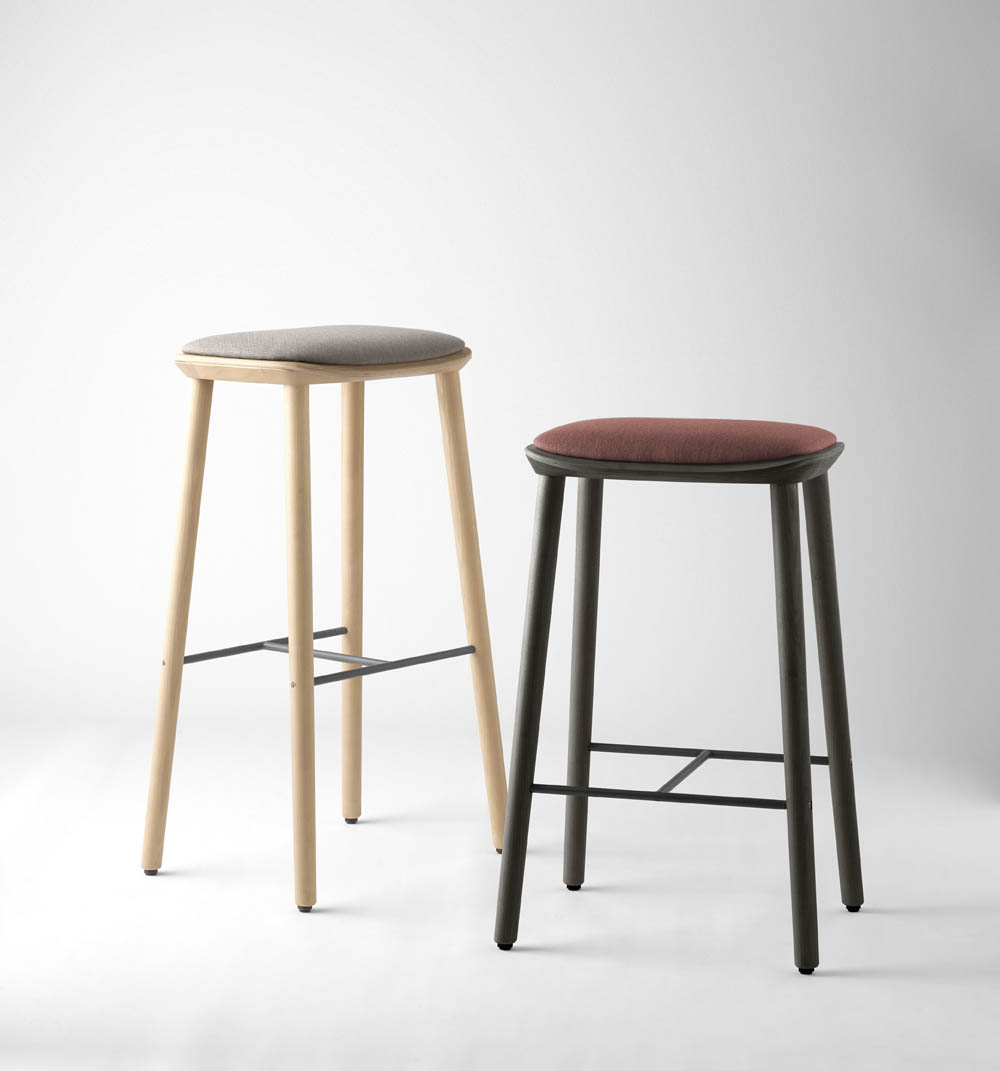Treku Bisell Stools Left Natural Oak Leg And Base With Seat Pad In Fusion Crevin Grey Right Kai Black Legs And Base With Seat Pad In Fusion Crevin Red
